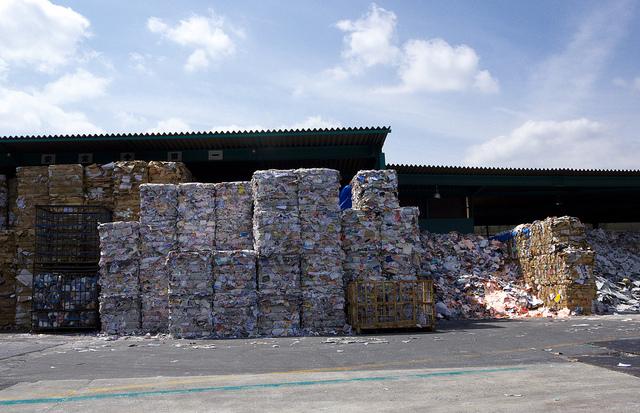 ②麻生、紙リサイクル所