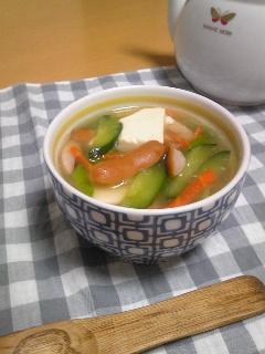豆腐とキュウリのスープ