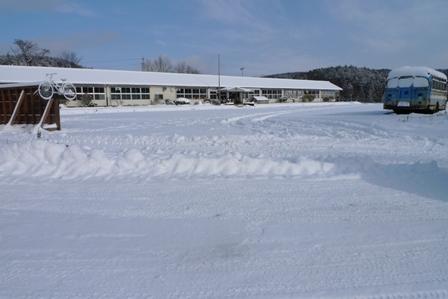 雪の中のひとの駅