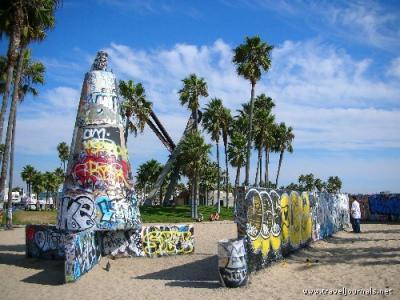 89147-graffiti-artists-at-venice-beach-venice-beach-la-united-states.jpg
