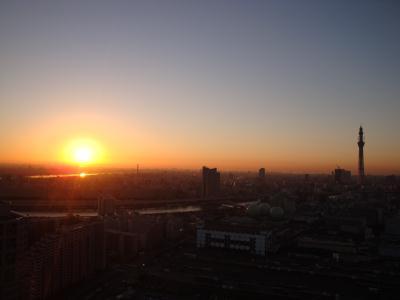 綺麗な日の出と511mの東京スカイツリー写真