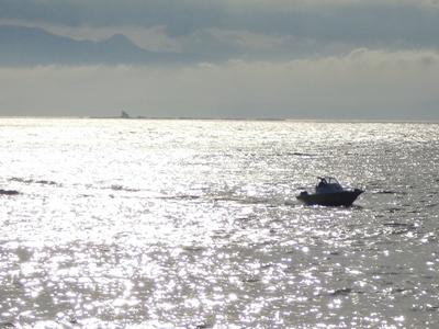 烏帽子岩、船