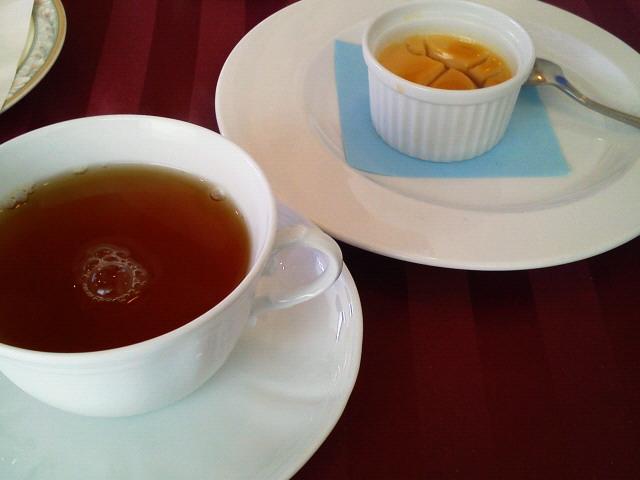 ブーション、紅茶とデザート