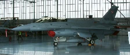 F-16D002.jpg