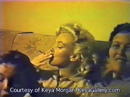 マリリン・モンローが大麻を吸引していると見られる場面を撮影したカラー映像