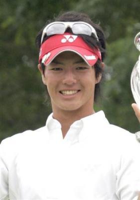 1973年に26歳で賞金王となった尾崎将司の最年少記録を大幅に更新した。