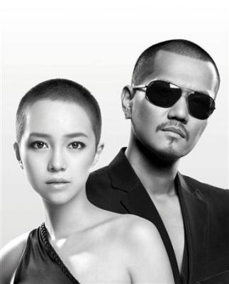 ATSUSHIの強力サポートを得て、おそろいの丸刈りスタイルで歌手デビューするICONIQ
