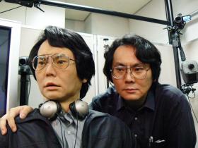石黒浩教授とジェミノイドHI-1