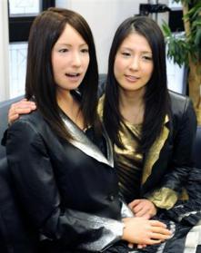 ジェミノイドFとモデルの女性
