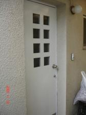 離れの玄関ドア塗装後
