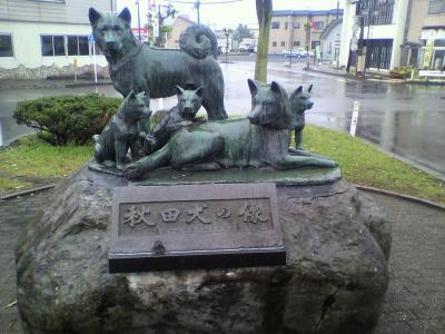 秋田犬の銅像・・