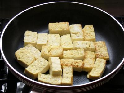 ⑦豆腐を炒める