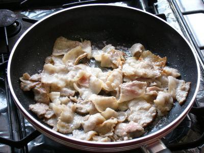 ⑧豚肉を炒める