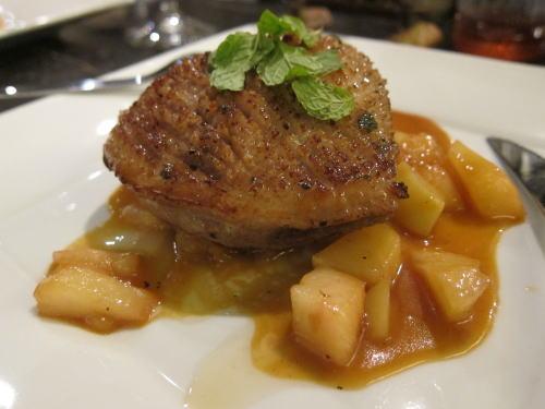 鴨のトースター焼き桃のソース