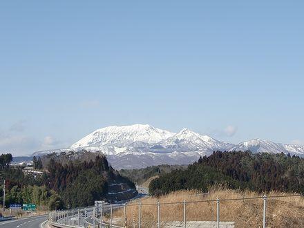 米子自動車道から見る大山