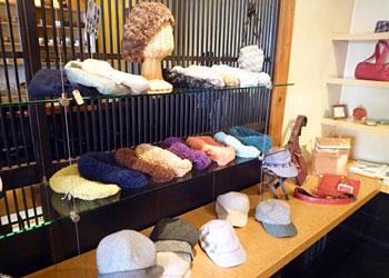 革と帽子展_5