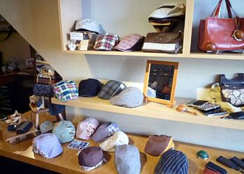 革と帽子展_7