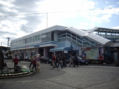 紀伊勝浦駅前20091114