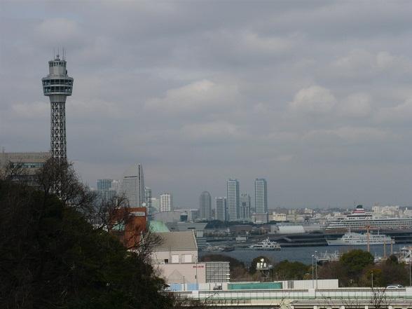 マリンタワーと船