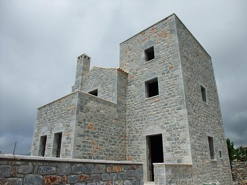 アレオポリ_建築中の家も石造り