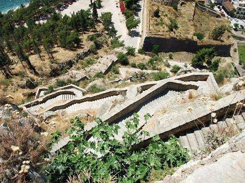 パラミディへの石段
