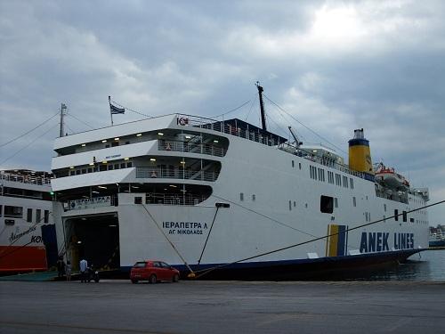 アナフィ行きの船