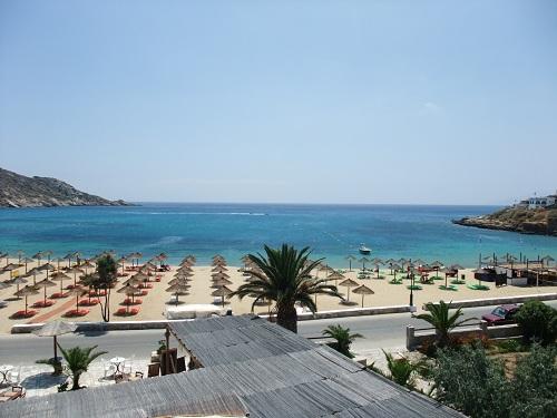 ホテルから見たミロポタスのビーチ
