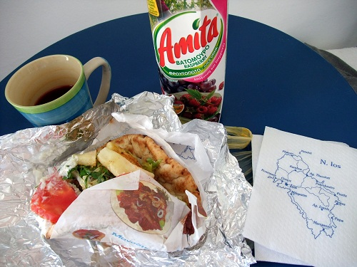 イオス_ギロで昼食 (1)