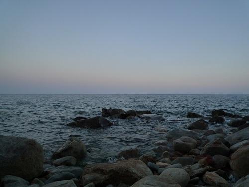 夕暮れの海岸温泉 (1)