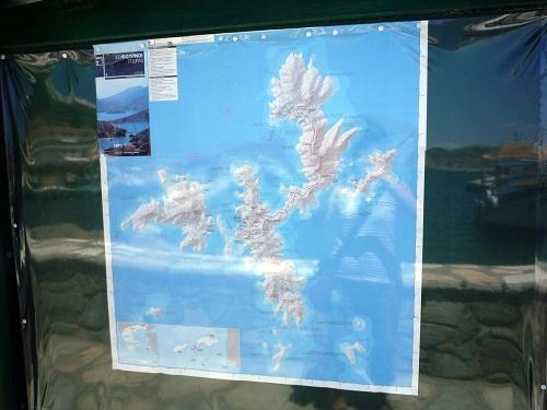 複雑な海岸線のフルニ島 (2)