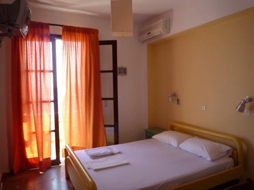 ニシロス「3兄弟ホテル」 (3)