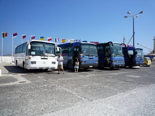ニシロス_ヴォルケーノ・ツアーのバス