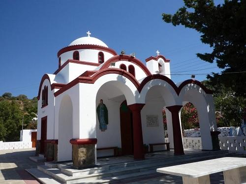 ニシロス_ホテルのそばの教会