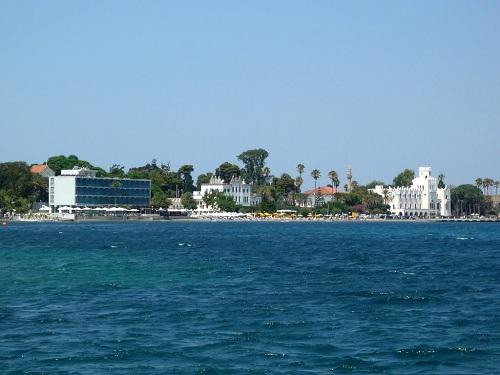 海側からみたホテル