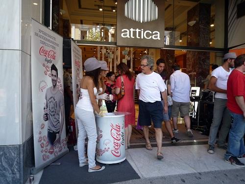 アテネ_コカ・コーラのキャンペーン中 (1)