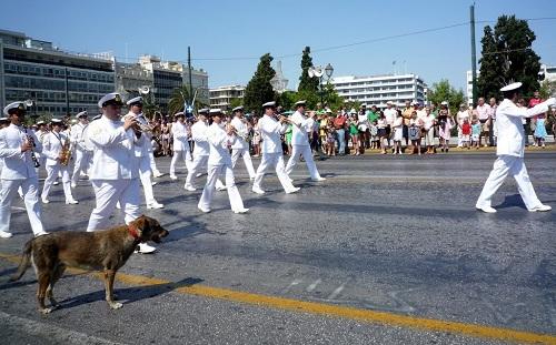 アテネ_衛兵交代式のパレード (2)