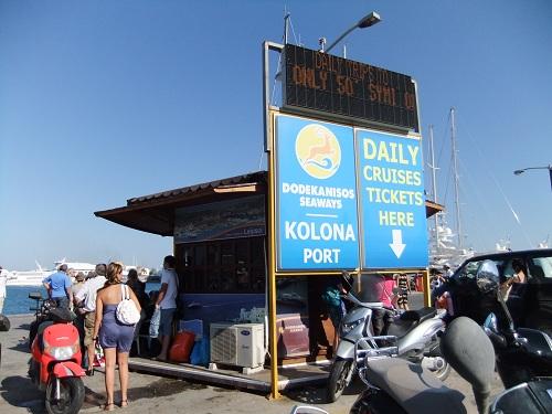 シミ島行きの船を待つ