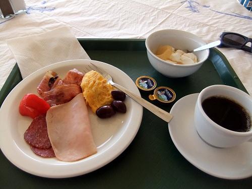シミ_ホテルの朝食 (2)
