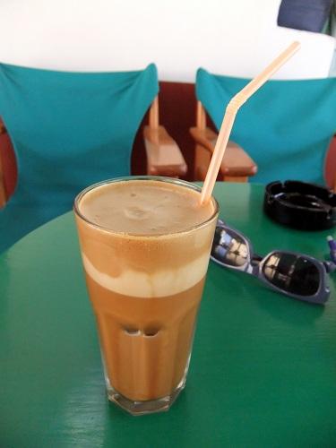 シミ_ホリオのカフェ二オンにて (2)