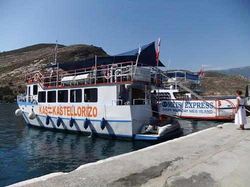 カステロリゾ_トルコからの船