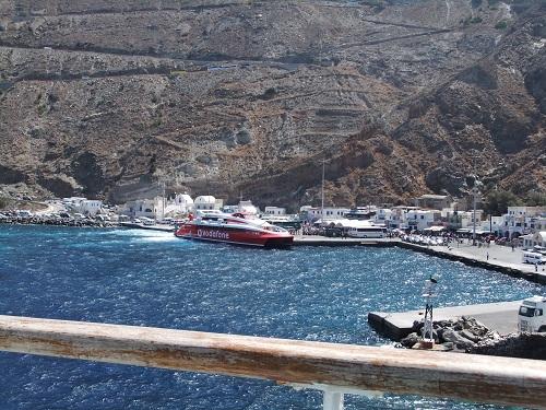 サントリーニの港