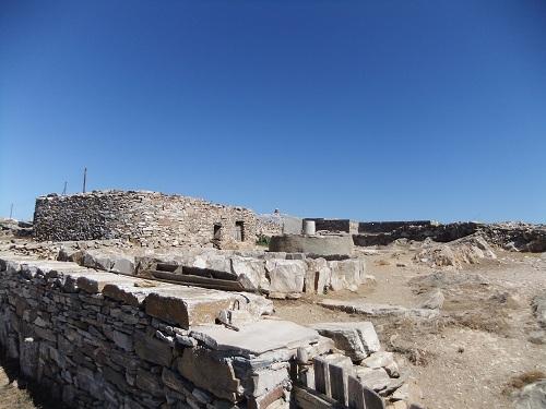 フォレガンドロス_アノ・メリアの石造りの建物 (1)