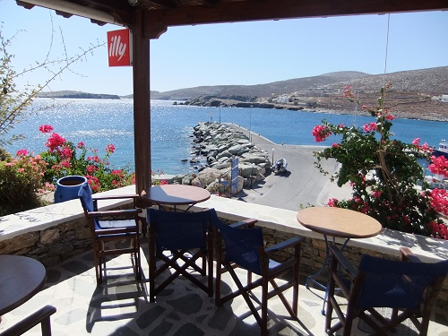 フォレガンドロス_港を見下ろすカフェ