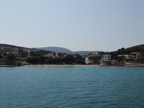 イラクリア_港からアギオス・イェオルギオスを見る
