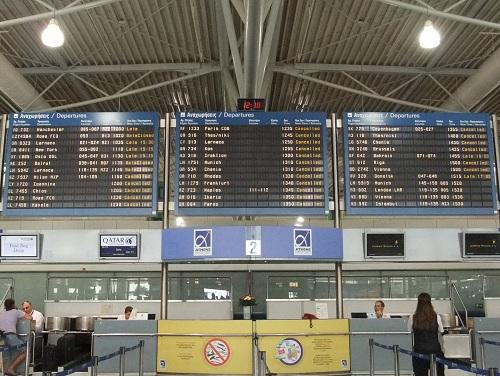 アテネ_空港は時限スト (2)