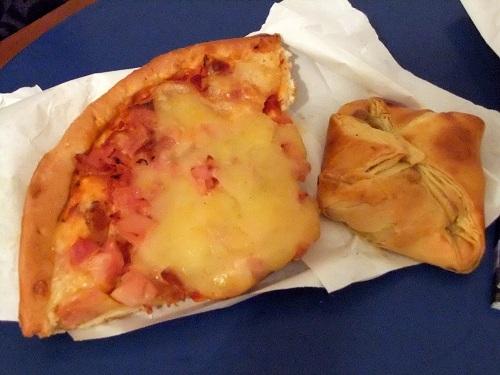 ミロス_夕食はピザ