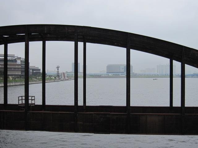 豊洲の鉄橋 空と運河