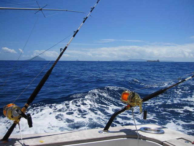 カジキ釣りの船