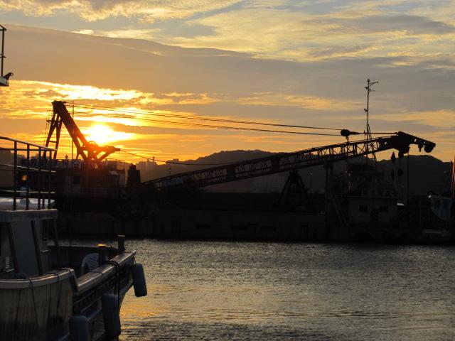 朝の下田港