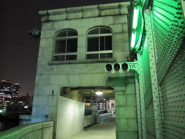 勝鬨橋の真ん中辺りの歩道